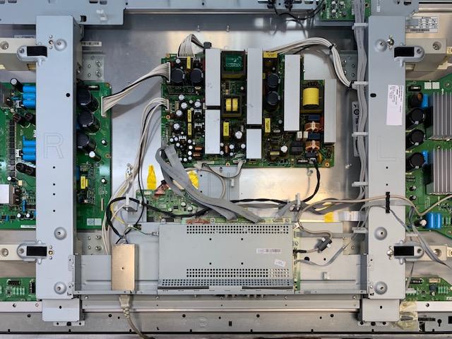 Разобранный плазменный телевизор